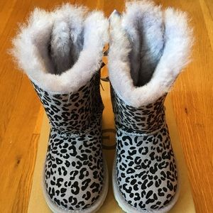 Ugg authentic Australia winter boots toddler Sz 8